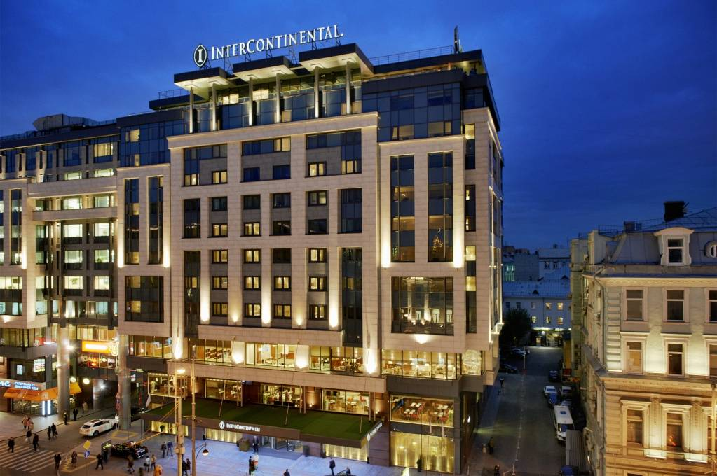 1.InterContinental Moscow Tverskaya_Fasade by night.jpg