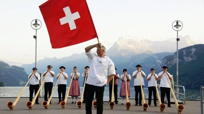 Размахивать флагом — одна из старейших традиций Швейцарии